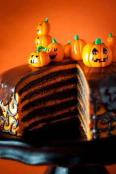 Beautiful Halloween Food: Cakes 'n more.. for tonight's Party. :: FineCraftGuild.com #halloween