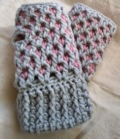 Crochet finger less gloves