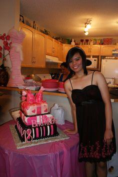idea for shays birthday Zebra Cakes, Bow Cakes, Cupcake Cakes, Cupcakes, Birthday Cakes, Birthday Parties, Cake Board, April 21, Cupcake Ideas