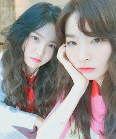 "42 Likes, 3 Comments - Loona & Red Velvet ❤ (@loonavelvet) on Instagram: ""Tf they are so pretty, I'm shook _ . . . . . . . . . . . . . #kpop #night #selca #seulgi #yeri…"""