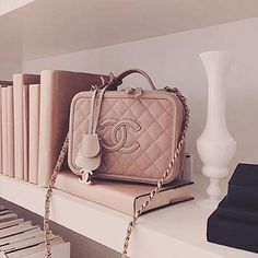 Chanel Vanity Case in Beige ♡ Outfit Chic, Beige Outfit, Luxury Bags, Luxury Handbags, Designer Handbags, Designer Bags, Chanel Handbags, Purses And Handbags, Chanel Purse
