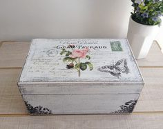 Caixa porta jóia                                                                                                                                                                                 Mais Decoupage Vintage, Decoupage Box, Cigar Box Crafts, Diy And Crafts, Arts And Crafts, Altered Boxes, Dose, Trinket Boxes, Wooden Boxes