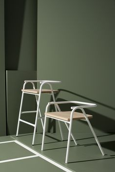 Australian studio Dowel Jones has expanded its Hurdle seat into a full collection, which includes a bench and a stool reminiscent of an umpire& chair. Metal Furniture, Home Furniture, Furniture Design, Furniture Outlet, Furniture Buyers, Furniture Stores, Modern Furniture, Chaise Bar, Diy Chair