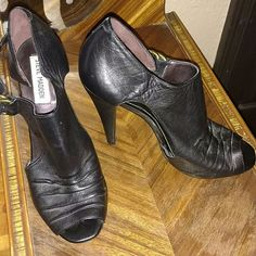 Steve Madden heels Steve Madden heels worn twice. They have a scuff on the back of one heel. Great condition none the less. Steve Madden Shoes Heels