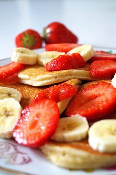 glutenvrije kwarkpannenkoekjes met aardbei en banaan