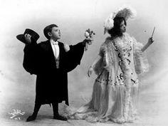 Coisas de Terê→ Fred Astaire aos seis anos de idade, no palco do vaudeville com sua irmã Adele, 1905.