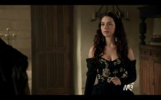 Queen Mary bares her shoulders (from CW's Reign)