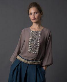 Блуза цвета какао, классическая