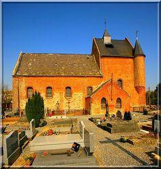 Malzy - Aisne - Thiérache - Le seul système fortifié de cette église est le clocher-donjon. Mais il est si impressionnant qu'il a du faire réfléchir plus d'un assaillant.