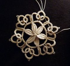 Beautiful cluny snowflake by Elisadusud of Fils et Dentelles Tatting Necklace, Tatting Jewelry, Needle Tatting, Tatting Lace, Needle Lace, Irish Crochet, Crochet Lace, Jewelry Crafts, Handmade Jewelry