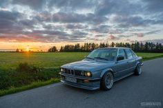 """526 Likes, 2 Comments - Beautiful Mechanical Wonders (@bmwonders) on Instagram: """"● With Cosmos Blue #320i everything in the world seems bright!  #BMWonders /  PCRED &  #E30…"""""""