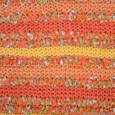 """Le chèche se tricote en Délirette et Fleur de Coton coloris """"Indien"""", """"Corail"""" et """"Vanillier"""""""