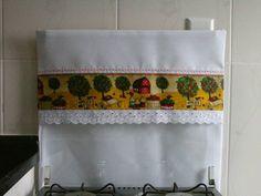 Capa para fogão 4 bocas,medindo 56 cm de larg x 56 cm comp. Feita em tergal branco com barrado 100% algodão.Tem perfeito encaixe na tampa do fogão.Peça única. R$ 18,00