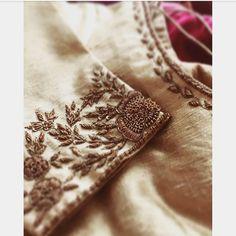 New embroidery blouse saree gold Ideas Zardozi Embroidery, Hand Embroidery Dress, Embroidery Suits, Silk Ribbon Embroidery, Hand Embroidery Designs, Embroidery Blouses, Machine Embroidery, Kerala Saree Blouse Designs, Saree Blouse Neck Designs