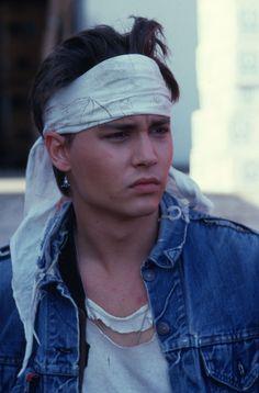 Great collection of Johnny Depp photos. Marlon Brando, Junger Johnny Depp, Jonh Deep, Beautiful Boys, Pretty Boys, Johnny Depp Wallpaper, Young Johnny Depp, Johnny Depp Movies, Johnny Depp Pictures