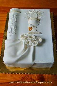 torty komunijny zamknieta ksiega - Google Search Fondant, First Holy Communion Cake, Confirmation Cakes, Book Cakes, Pastry Art, Fancy Cakes, Celebration Cakes, Themed Cakes, No Bake Cake