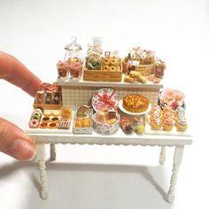 ミニチュアのお菓子のディスプレイ    Miniature sweets display    #miniature#miniaturefood#dollhouse#handmade#ミニチュア#ミニチュアフード#ドールハウス#ハンドメイド