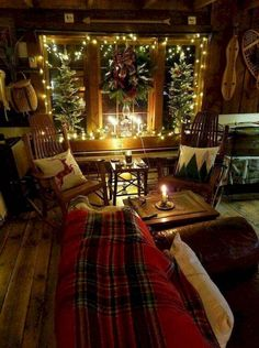 Are you searching for pictures for farmhouse christmas decor? Browse around this site for amazing farmhouse christmas decor inspiration. This farmhouse christmas decor ideas appears to be excellent. Decoration Christmas, Farmhouse Christmas Decor, Country Christmas, Cabin Christmas Decor, Cottage Christmas, Christmas Bedroom, Christmas Lights In Room, Apartment Christmas, Christmas Window Decorations
