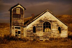 Check out the Canadian Badlands ghost town of Dorothy, Alberta 10 minues passed the hoodoos! Abandoned Churches, Old Churches, Abandoned Mansions, Abandoned Places, Great Places, Places To Go, Western Canada, Places Of Interest, Haunted Places