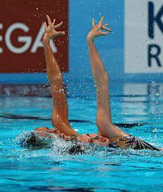 デュエット・フリールーティン決勝で演技する英国のオリビア・フェデリキ、ジェンナ・ランドル組。井村雅代コーチが指導した=25日、スペイン・バルセロナ (2013年07月26日 配信) 【時事通信社】 ▼26Jul2013時事通信|英国ペアの演技=世界水泳 http://www.jiji.com/jc/p_archives?id=20130726102158-0014923953 #Synchronized_swimming_duet