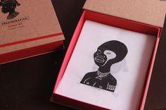 """Caixa especial """"Ensaiográfico"""" com 15 xilogravuras sobre mitologias brasileiras e experiências gráficas. 2015"""