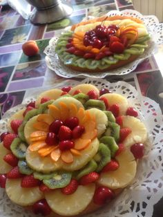 Crostata di frutta ❤️ Fruit Buffet, Fruit Dishes, Fruit Recipes, Cooking Recipes, Easy Food Art, Fruit Platter Designs, Fruit And Vegetable Carving, Food Carving, Good Food