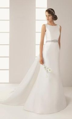 Rosa Clara Delicia: buy this dress for a fraction of the salon price on PreOwnedWeddingDresses.com