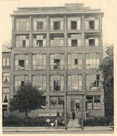 1937 - Het Havenziekenhuis wordt afgebroken en opnieuw opgebouwd. Het ziekenhuis krijgt officieel de naam: 'Havenziekenhuis'