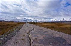 Road into the Pamir Mountains trueworldtravels.com