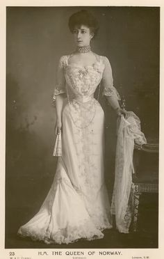 Queen Maud of Norway. What a waist!
