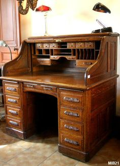 The video consists of 23 Christmas craft ideas. Solid Wood Furniture, Classic Furniture, Unique Furniture, Vintage Furniture, Furniture Design, Antique Writing Desk, Antique Desk, Woodworking For Kids, Woodworking Shop