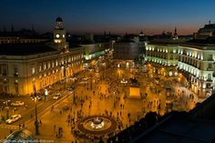 Puerta del Sol Madrid crazy how a pic can bring back great memories! Sketches Of Spain, Ef Tours, Places To Travel, Places To Visit, Portugal, Europe, Cadiz, Most Beautiful Cities, Paris Skyline