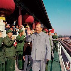 毛泽东思想 Viva Maoism — Several photos of Chairman Mao during the Great...