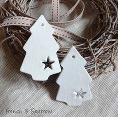 Simple Christmas Tree Clay Tags Ornaments (copy with salt dough) Clay Christmas Decorations, Christmas Clay, Christmas Makes, Homemade Christmas, Christmas Projects, Simple Christmas, Christmas Tree Ornaments, Holiday Crafts, Spring Crafts