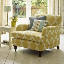 Design ideas from www.thedormyhouse.com Even without florals or houseplants you can make a room feel like it's part of a summer garden, just by using sunshine shades, such as this gorgeous yellow. #florals #country