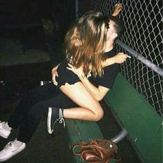 Hair goals long brown Ideas for 2019 Emo Couples, Cute Couples Kissing, Cute Couples Photos, Cute Couple Pictures, Cute Couples Goals, Retro Pictures, Couple Goals Relationships, Relationship Goals Pictures, Couple Goals Cuddling