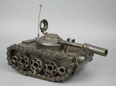 Modelo de escultura del Metal de desecho reciclado hecho a mano de arte de tanque