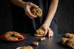 Konečne som po rokoch skúšania upiekla recept, ktorý dokonale vystihuje názov americké sušienky. Tieto cookies sú božsky dobré. Stuffed Mushrooms, Cookies, Vegetables, Food, Basket, Stuff Mushrooms, Crack Crackers, Biscuits, Veggies