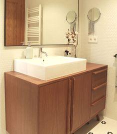 Aparadores bajo el lavabo a medida, preparados para la humedad y el contacto con el agua Corner Bathtub, Double Vanity, Ideas Para, Bathrooms, Houses, Bathroom, Furniture, Credenzas, Bathroom Sinks