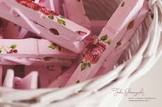 Paper napkins decopaged on clothes pins beautiful    * N * icest T hings: DIY: Romantic Clothespins