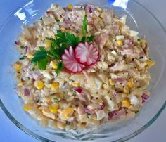 Salad With Smoked Chicken and pineapple - Projekty do wypróbowania - Makaron Chicken Salad, Pasta Salad, Smoked Chicken, Vegetable Salad, Ham, Potato Salad, Pineapple, Grains, Food And Drink