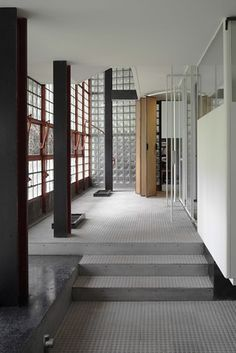 1000 images about la maison de verre pierre chareau on pinterest paris glass houses and. Black Bedroom Furniture Sets. Home Design Ideas