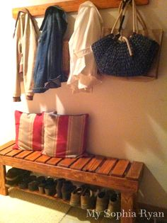 Tutorial~ How to make a Rustic Bench from Wood pallets. I'd like one of these for my porch!