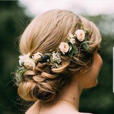 Diy Wedding Veil, Wedding Bride, Boho Wedding, Dream Wedding, Crown Hairstyles, Bride Hairstyles, Bridal Squad, Hair Decorations, Floral Hair