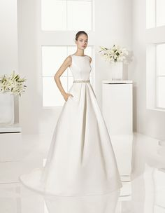 Alma Novia 2017 Gabriela Duchess satin dress, in ivory. Mikado dress, in natural.