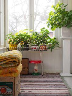 Retro Caravan, Granny Chic, Scandinavian Interior Design, Cottage Interiors, Comfort Zone, Cozy House, Indoor Plants, Interior And Exterior, Beautiful Homes