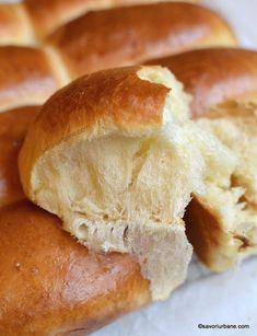 Painici arabesti - chifle foarte pufoase cu lapte sau mini batoane moi | Savori Urbane Cooking Bread, Sweet Bread, Mai, Bread Recipes, Bakery, Pizza, Homemade, Pretzels, Food