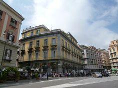 Napoli, Italia (Maggio)