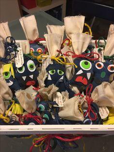 Bomboniere Comunione - Riciclo Jeans e applicazioni in gomma crepla (fommy foam). Interamente realizzate a mano . Simpatici e Pazzi Mostri !!!