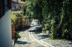 εν πλω σημειώσεις  φωτογραφίας : Μια βόλτα στην Άνω Πόλη της Θεσσαλονίκης (Φωτογραφ... Places To Visit, Sidewalk, Side Walkway, Walkway, Walkways, Pavement